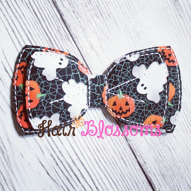 Halloween Bow!  Currently listed on our website at www.HairBlossoms.com :) #HairBlossoms